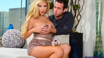 Tasha Reign に 'in My Friend's Hot Girl'
