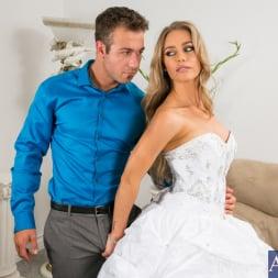 Nicole Aniston in 'Naughty America' in Naughty Weddings (Thumbnail 2)
