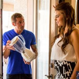 Marina Visconti in 'Naughty America' in Neighbor Affair (Thumbnail 1)