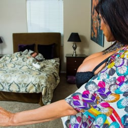Sheila Marie in 'Naughty America' in My Friends Hot Mom (Thumbnail 1)
