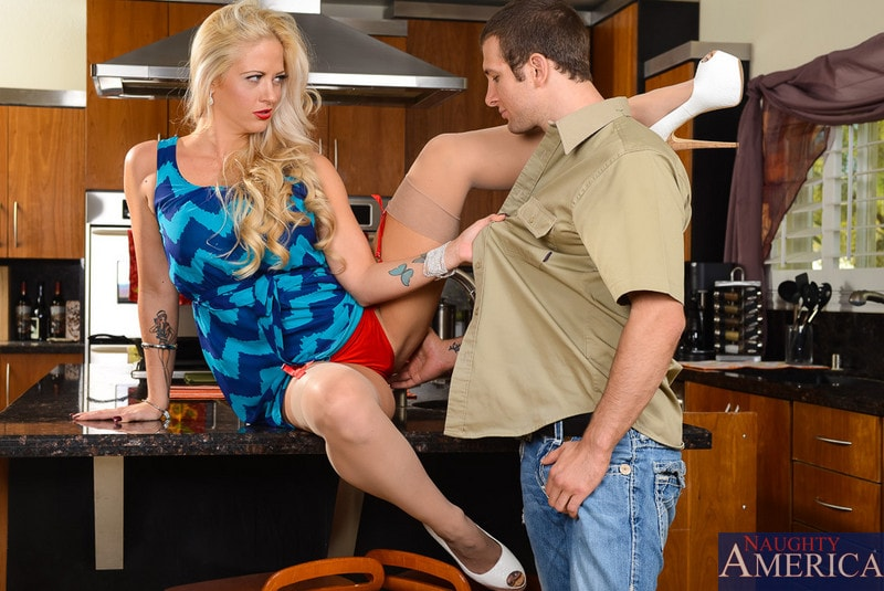 Naughty America 'in Seduced by a Cougar' starring Holly Heart (Photo 2)