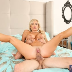 Tasha Reign in 'Naughty America' in Diary of a Nanny (Thumbnail 13)