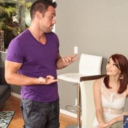 Bree Daniels in 'Naughty America' in My Dad's Hot Girlfriend (Thumbnail 1)