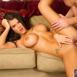 Peta Jensen in 'Naughty America' in I Have a Wife (Thumbnail 10)