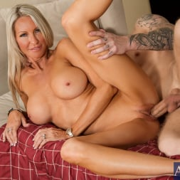 Emma Starr in 'Naughty America' in Seduced by a Cougar (Thumbnail 13)