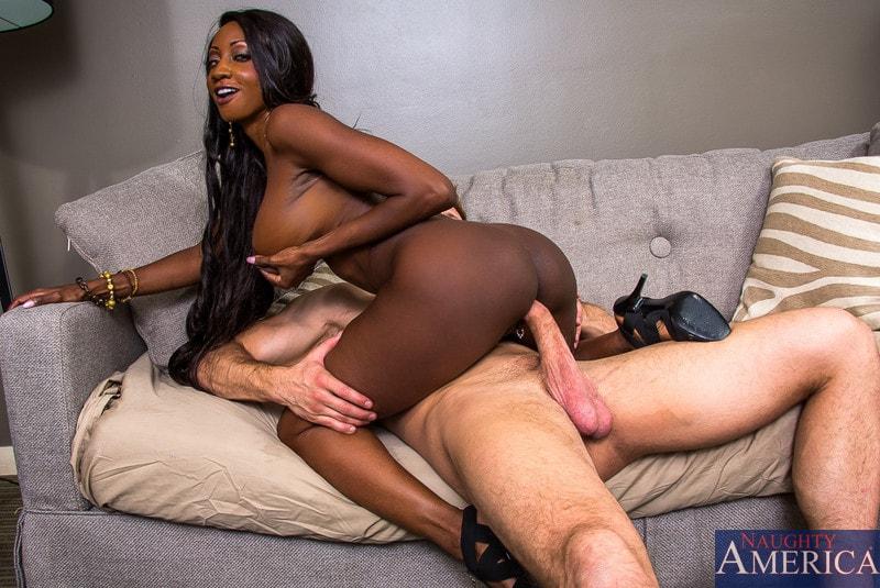 Naughty America 'in My Friends Hot Mom' starring Diamond Jackson (Photo 6)