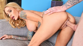Sarah Jessie in 'and Richie Black in My Friend's Hot Mom'