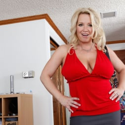 Rachel Love in 'Naughty America' and Tony DeSergio in Housewife 1 on 1 (Thumbnail 1)