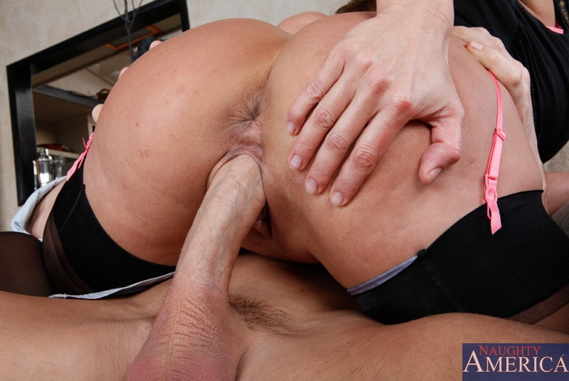 Naughty America 'and Johnny Sins in Seduced by a cougar' starring Ava Devine (Photo 7)