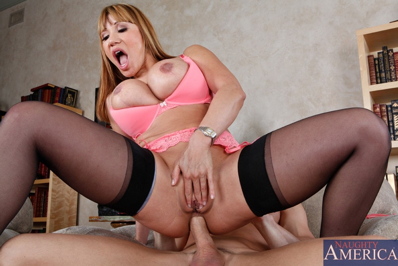 Naughty America 'and Johnny Sins in Seduced by a cougar' starring Ava Devine (Photo 10)