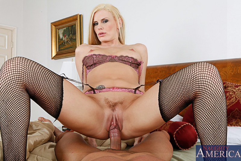Naughty America 'and Marco Banderas in Housewife 1 on 1' starring Darryl Hanah (Photo 6)