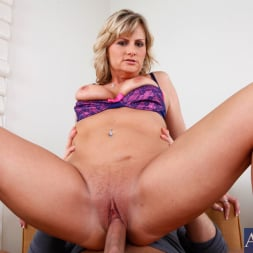 Becca Blossoms in 'Naughty America' and Danny Wylde in My Friends Hot Mom (Thumbnail 10)