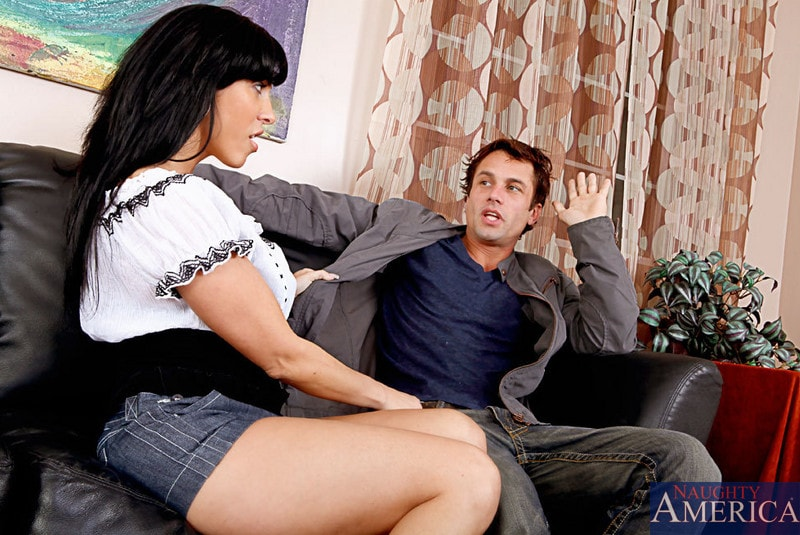 Naughty America 'and Alan Stafford in My Friends Hot Mom' starring Veronica Rayne (Photo 1)