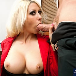 Jazy Berlin in 'Naughty America' and Mark Wood in Naughty Office (Thumbnail 7)