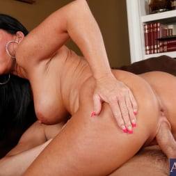 Kendra Secrets に 'Naughty America' and Will Powers in My Friends Hot Mom (サムネイル 6)