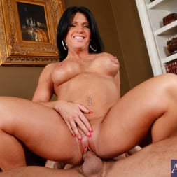 Kendra Secrets に 'Naughty America' and Will Powers in My Friends Hot Mom (サムネイル 9)