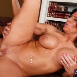 Kendra Secrets に 'Naughty America' and Will Powers in My Friends Hot Mom (サムネイル 10)