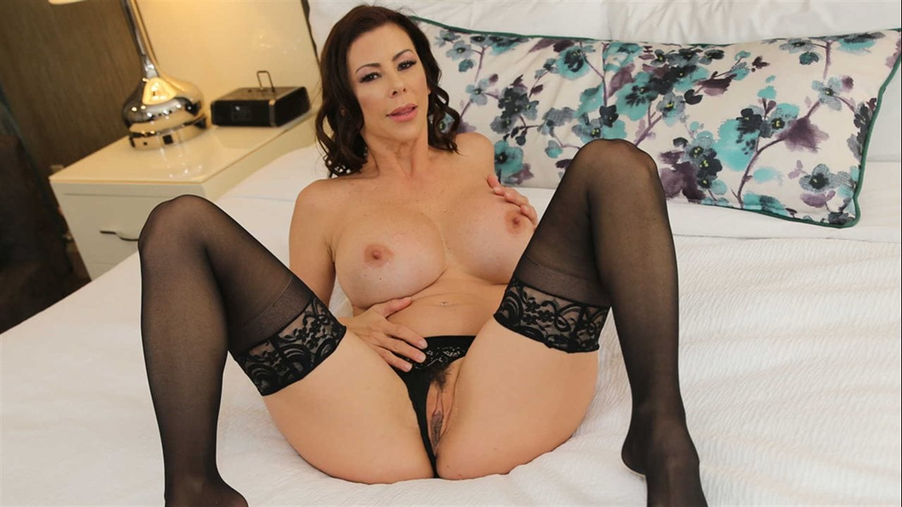 Alexis Fawx Wet Food Porn ▷ alexis fawx in alexis fawx tips bell boy with pussy