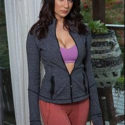 Alexis Zara В 'Naughty America' fucks her trainer and best friend's husband (Миниатюру 1)