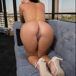 Alice Visby in 'Naughty America' will do anything, even fuck the boss to secure a job (Thumbnail 168)