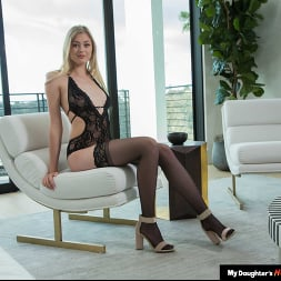 Amber Moore in 'Naughty America' loves older men and their cocks (Thumbnail 1)