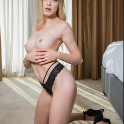 Anny Aurora in 'Naughty America' fucks bully to get nude pics back (Thumbnail 38)