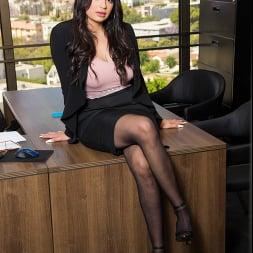 Carolina Cortez に 'Naughty America' Naughty Office (サムネイル 1)