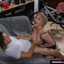 Dee Williams in 'Naughty America' doesn't get mad, she get's even! (Thumbnail 34)