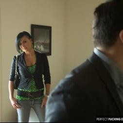 Eva Angelina in 'Naughty America' fucks a stranger at an open house (Thumbnail 18)