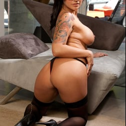 Eva Angelina in 'Naughty America' Gets her Sugar money!! (Thumbnail 24)
