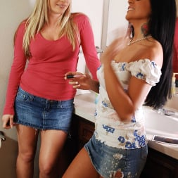 Harmony in 'Naughty America' and Mikayla stumble upon a morning wood and just can't resist  (Thumbnail 147)