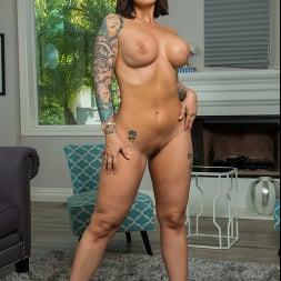Ivy LeBelle in 'Naughty America' Big Cock Hero (Thumbnail 95)