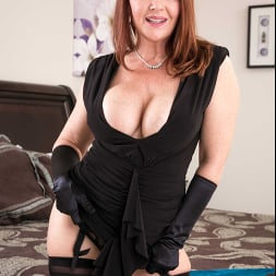 Janet Mason in 'Naughty America' gets a Cream Pie consolation (Thumbnail 364)