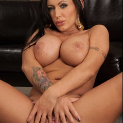 Jenna Presley in 'Naughty America' tips the moving guy with sex (Thumbnail 6)