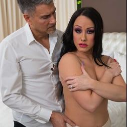 Jennifer White in 'Naughty America' will do anything to stop her husband from being bullied (Thumbnail 110)