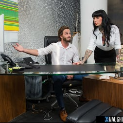 Jessie Lee in 'Naughty America' gets fucked in her office by the IT guy (Thumbnail 72)