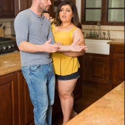 Karla Lane in 'Naughty America' consoles her neighbor with her wet pussy (Thumbnail 110)