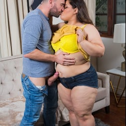 Karla Lane in 'Naughty America' consoles her neighbor with her wet pussy (Thumbnail 176)