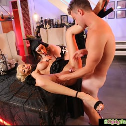 Katie Monroe in 'Naughty America' and Riley Steele get fucked (Thumbnail 40)