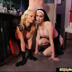 Katie Monroe in 'Naughty America' and Riley Steele get fucked (Thumbnail 111)