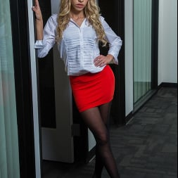 Khloe Kapri in 'Naughty America' fucks her Co-worker to get out of work (Thumbnail 1)