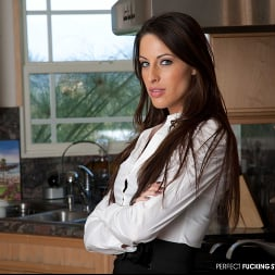 Kortney Kane in 'Naughty America' gets fucked by a complete stranger (Thumbnail 1)