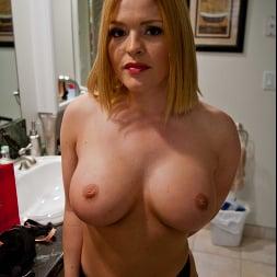 Krissy Lynn in 'Naughty America' gets her milf wet pussy fucked (Thumbnail 70)