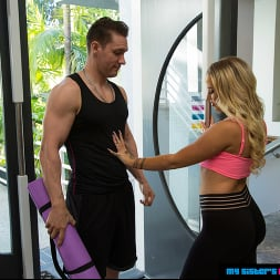 Layla Love in 'Naughty America' gets a good stretch all over  (Thumbnail 68)