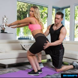 Layla Love in 'Naughty America' gets a good stretch all over  (Thumbnail 85)
