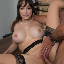 Lexi Luna に 'Naughty America' wants to fuck her friend's husband in the office!!! (サムネイル 60)