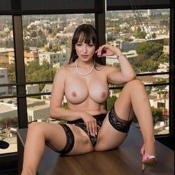 Lexi Luna に 'Naughty America' wants to fuck her friend's husband in the office!!! (サムネイル 165)