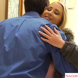 Mandy Armani en 'Naughty America' is one hot Sugarbabe who fucks to have the finer things in college life (Miniatura 30)