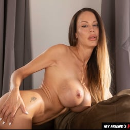 McKenzie Lee in 'Naughty America' works up a sweat before fucking son's friend (Thumbnail 168)