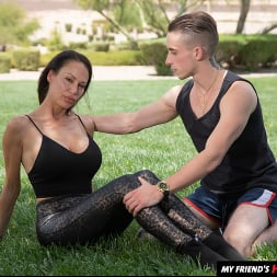 McKenzie Lee in 'Naughty America' works up a sweat before fucking son's friend (Thumbnail 195)